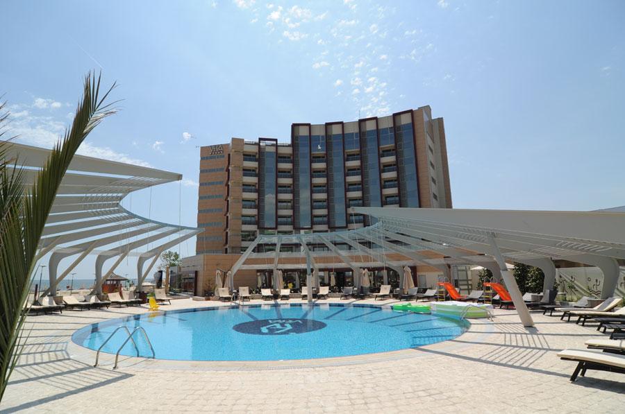 Atmosfer vibrant i r sf de 5 stele la hotel vega for Hotel cu piscina